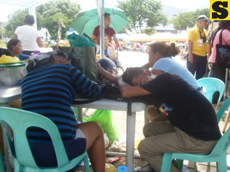 They take a nap while waiting for their turn to be served by Comelec personnel during the 8th day of the voter registration at Plaza Independencia, Cebu City. (Photo by Karen Tabla/Sunnex)
