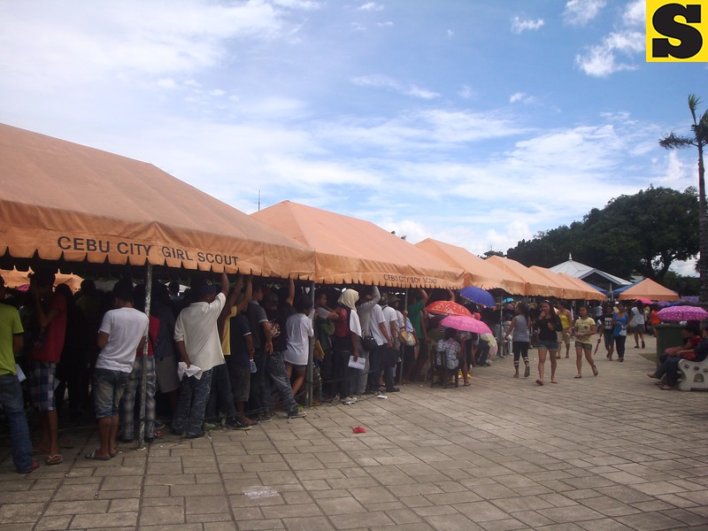 Many trooped to the Commission on Elections (Comelec) office on Monday, July 29, 2013, to register for this year's SK and barangay polls. (Photo by Karen Tabla/Sunnex)