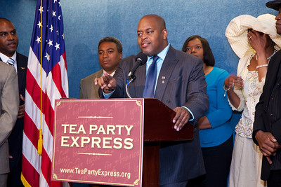 More than a dozen African American conservatives gathered in Washington DC on August 4, 2010 to help the Tea Party Express fight back against accusations of racism. Niger Innis, National Spokesman Congress of Racial Equality. Co-Chairman Affordable Power Alliance, answers reporters questions. (Photo by Jeff Malet)