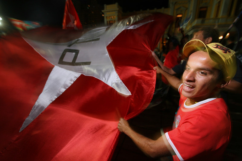 Supporters of Brazilian President Luis Inacio Lula da Silva wave a huge banner during a campaign rally in Belo Horizonte, capital of the southeastern state of Minas Gerais, Brazil, 2006. In spite of a series of corruption scandals which have stained his images, opinion polls show that Lula should win in the first round of the Oct. 1, 2006 election.(Australfoto/Douglas Engle)