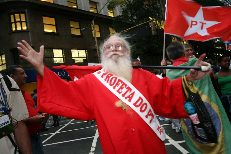 A supporter of Brazilian President Luiz Inacio Lula da Silva at a re-election campaign rally in Rio de Janeiro October 17, 2006. Lula da Silva widened his lead over rival Geraldo Alckmin and would win re-election on October 29, a senior source in Lula's Workers Party said on Tuesday, citing upcoming poll figures.(AustralFoto/Douglas Engle)