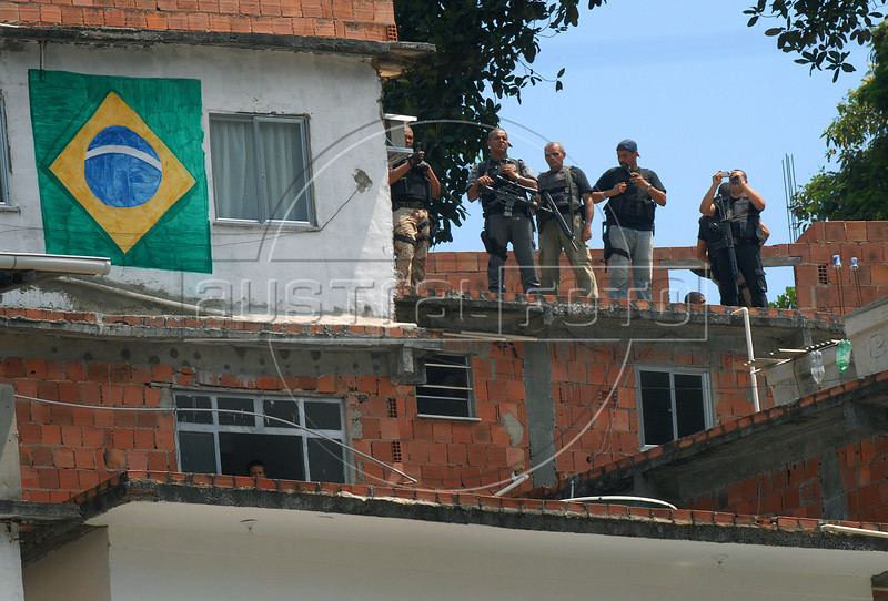 Members of a Brazilian special police force take up positions to provide security during a visit by President Luiz Inacio Lula da Silva to the Rocinha slum in Rio de Janeiro, Brazil, Mar. 7, 2008. Lula visited three slums where construction works, aimed at reducing crime, will begin on public transport, education, parks and in other areas. (Austral Foto/Renzo Gostoli)