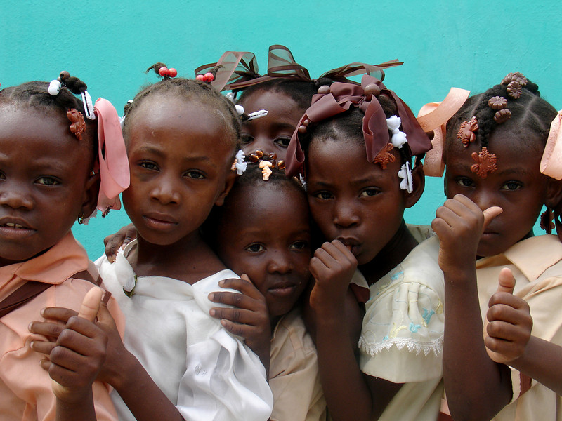 School girls in Haiti. The Brazilian military, with 1,300 troops in the Caribbean nation, leads a force of 7,000 UN troops there since 2004. The mission is part of an effort by Brazil to take a larger role on the international stage - which some analysts say is a part of Brazil's desire for a seat on an eventual larger UN security council. Brazil has also accepted Palestinian refugees from Iraq. (Australfoto/Tom Phillips)<br /> STORY AVAILABLE