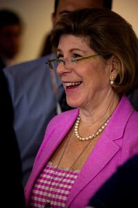 Nina Totenberg  (NPR) talks to Sen. Orrin Hatch during Sotomayor hearings