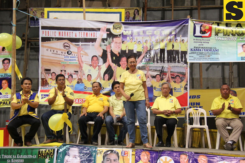 CEBU CITY. Acting Gov. Agnes Magpale before the crowd during the Liberal Party (LP) rally in San Roque, Talisay City, Cebu. (JAC)