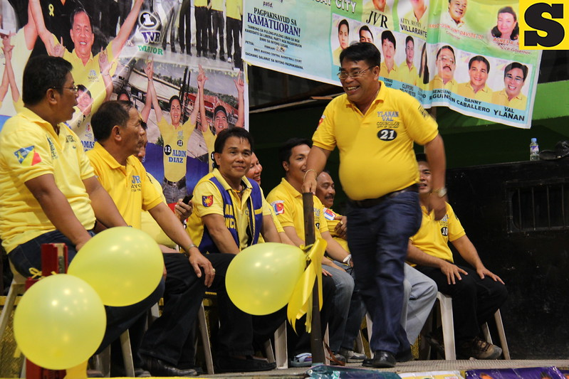 CEBU CITY. Val Ylanan arrives at San Roque gymnasium for the Liberal Party (LP) local campaign.