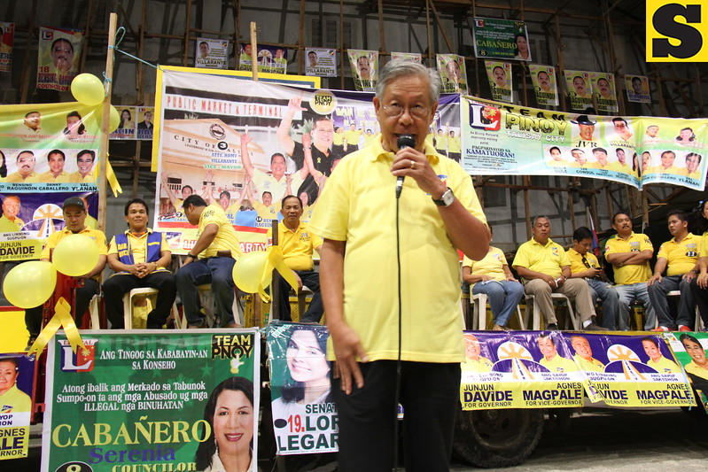 CEBU. Former Chief Justice Hilario Davide Jr. joins the LP rally in Talisay City to support his son Jun Jun Davide who is running for governor.