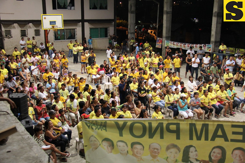 CEBU CITY. Supporters of the local Liberal Party (LP) attended the campaign at San Roque, Talisay Cebu.