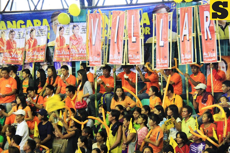 Senatorial candidate Cynthia Villar's supporters during the Liberal Party rally in Talisay City on Feb. 19, 2013 (Photo by Daryl D. Anunciado)