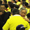 Former Supreme Court Chief Justice Hilario Davide hugs a friend during the Liberal Party rally in Talisay City on Feb. 19, 2013 (Photo by Daryl D. Anunciado)