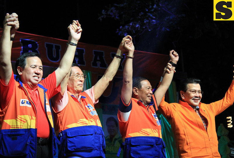 UNA proclamation rally. (From left) Senatorial candidate Dick Gordon, Senate President Juan Ponce Enrile, Vice President Jejomar Binay, and former President Joseph Ejercito Estrada. (Photo by Daryl D. Anunciado of Sunnex)