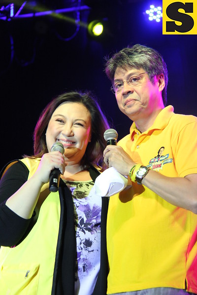 Senator Kiko Pangilinan with wife Megastar Sharon Cuneta joins the 2013 Rock the Vote concert at Fuente-Osmena Circle, Cebu City on May 9. (Photo by Jonathan Vincent C. Tan)