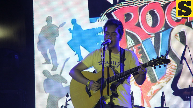 Gab sings his original composition in front of the jam-packed Fuente-Osmena Circle in Cebu City during the 2013 Rock the Vote concert on May 9. He sure is a good musician like his dad, Noel Cabangon. (Photo by Jonathan Vincent C. Tan)