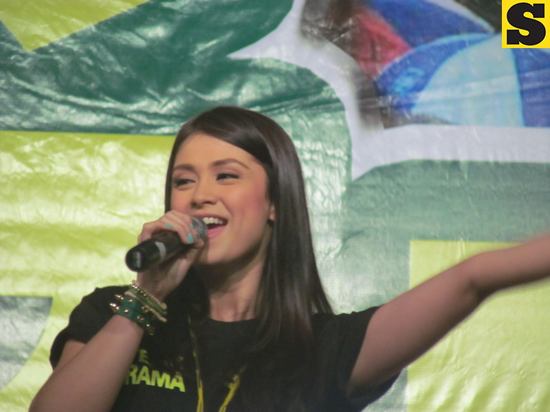 CEBU. Kapuso star Carla Abellana campaigns for Team Rama. (Andres Awing photo)