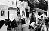 Ciudadanos aregentinos protestan contra la dictadura militar frente a la embajada argentina, MexicoDF, Mexico. En la foto: Laura Bonaparte, izq, Luis Bruchstein, centro, Graciela,,,,,,  (Austral Foto/Renzo Gostoli)
