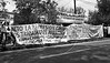 Manifestacion de ciudadanos argentinos frente a la embajada argentina en la Ciudad de Mexico en apoyo a huelga general,  Mexico D.F, Mexico, Julio 22, 1981. (Austral Foto/Renzo Gostoli)