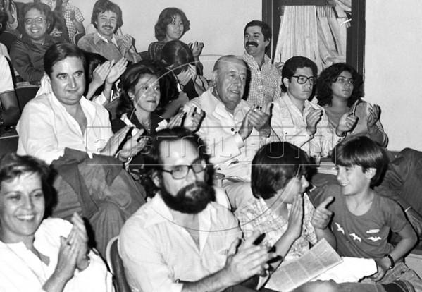 Ex presidente Hector J. Campora, autorizado por la junta militar a dejar la embajada de Mexico donde estaba refugiado, participa en un acto del COSOFAM en el teatro del Congreso del Trabajo, Mexico D.F. Mexico, Marzo 16, 1980. En la foto: Esteban Righi, izq, Hector J. Campora, centro, (Austral Foto/Renzo Gostoli)