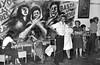 """Ayuno de argentinos en apoyo a las Madres de Plaza de Mayo, Mexico D.F. Mexico, Abril 29, 1981. En la foto: Sergio Tomaselli """"Gringo"""", centro.. (Austral Foto/Renzo Gostoli)"""