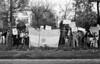 Manifestacion de ciudadanos argentinos frente a la embajada argentina en la Ciudad de Mexico para exigir que la junta militar argentina autorice al ex presidente Hector J. Campora a dejar la embajada de Mexico do nde estaba refugiado , Ciudad de Mexico, Mexico, Setiembre 28, 1979. (Austral Foto/Renzo Gostoli)