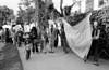 Manifestacion de ciudadanos argentinos frente a la embajada argentina en la Ciudad de Mexico para exigir que la junta militar argentina autorice al ex presidente Hector J. Campora a dejar la embajada de Mexico do nde estaba refugiado , Ciudad de Mexico, Mexico, Setiembre 28, 1979. En la foto: Hector Sandler, centro. (Austral Foto/Renzo Gostoli)