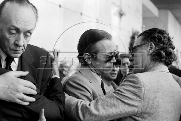 Entierro del ex presidente Hector J. Campora, Mexico D.F. Mexico, Diciembre 20, 1980. En la foto: Luis. G. Basurto, izq,  (Austral Foto/Renzo Gostoli)