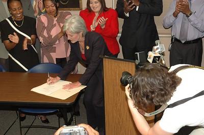 Gov Sebelius sign Racial Profile Bill Jun 2005
