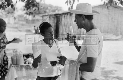 Gérard Pierre-Charles, Haitian politician, economist and former leader of the Unified Party of Haitian Communists, with actress Chantal, during a haitian movie realisation in Oaxaca state, Mexico, February 7, 1982. (Austral Foto/Renzo Gostoli)