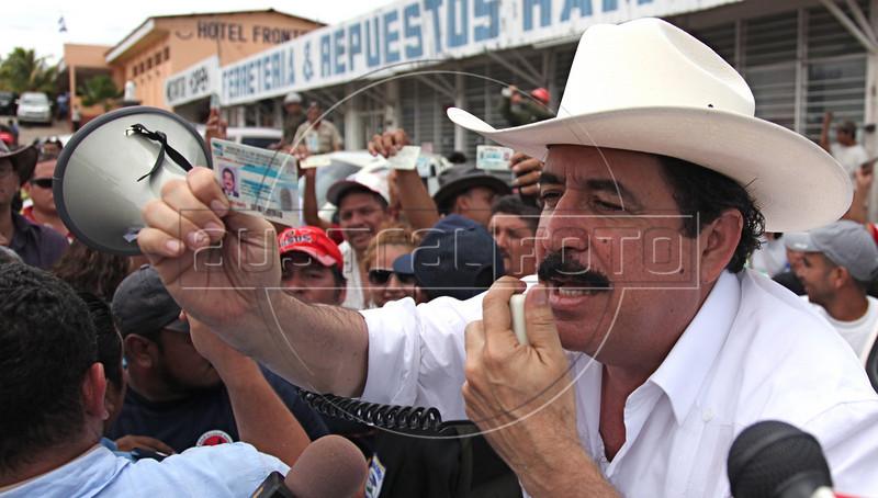 Ousted Honduran President Manuel Zelaya speaks to Honduran supporters in front of his Hotel in Ocotal, Nicaragua, 23 Km (14 miles) from the Honduras border, Sunday, July 26, 2009. (Australfoto Nicolas Garcia)