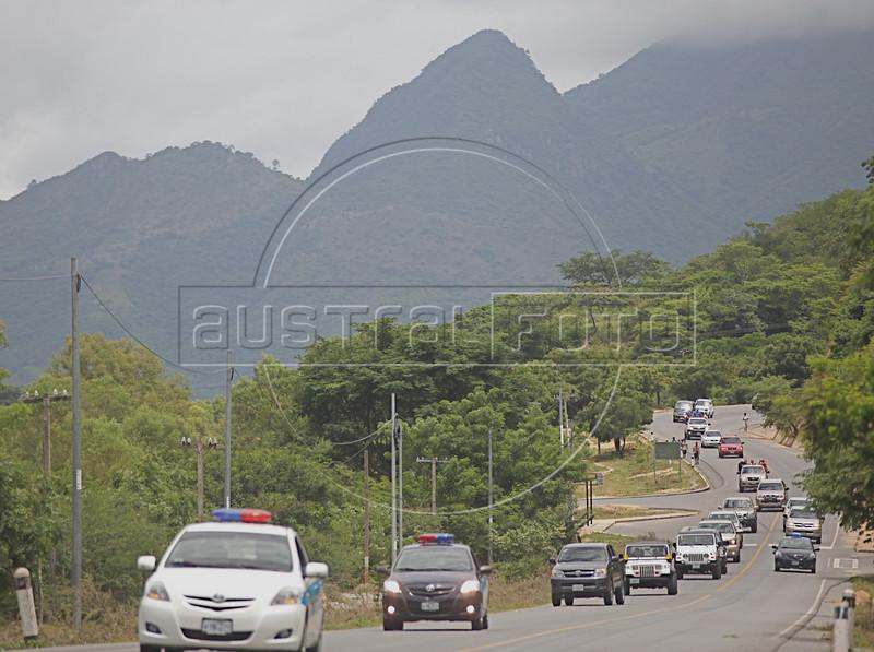 A caravan of vehicles of ousted Honduran President Manuel Zelaya and his supporters drivestowards the Hondura border from Ocotal, Nicaragua, 23 Km (14 miles), Sunday, July 26, 2009. (Australfoto Nicolas Garcia)