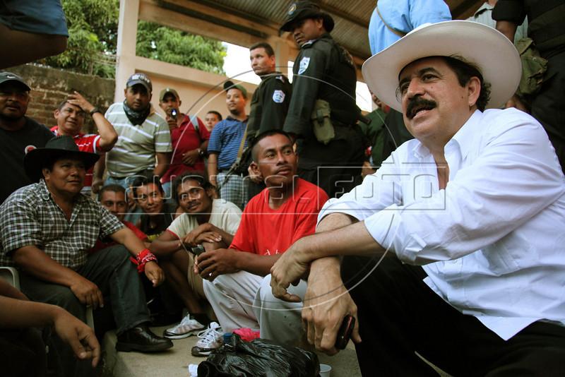 Ousted Honduran President Manuel Zelaya speaks to Honduran supporters in Ocotal, Nicaragua, 23 Km (14 miles) from the Honduras border, Sunday, July 26, 2009. (Australfoto Nicolas Garcia)