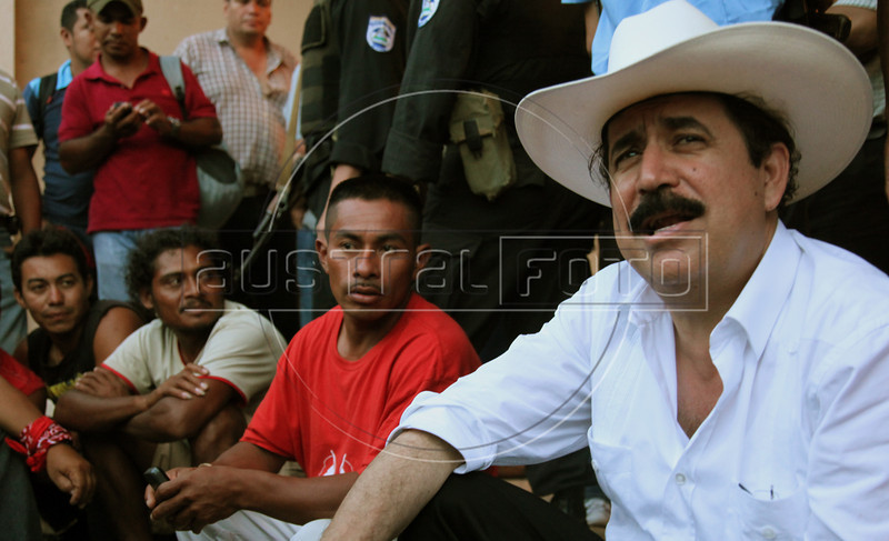 Ousted Honduran President Manuel Zelaya speaks to Honduran supporters in Ocotal, Nicaragua, 23 Km (14 miles) from the Honduras border, Sunday, July 26, 2009. (Australfoto Nicolas Garcia)