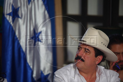 Deposed Honduran President MAnuel Zelaya appears during a press conference.  Zelaya was imprisoned then exiled from the country by the military in a coup d'etat which was unanimously condemned by the international community and led to their expulsion from the Organization of American States (OAS) (Australfoto/Nicolas Garcia)  Manuel Zelaya, depuesto presidente d Honduras, aparece durante una conferencia de prensa. Zelaya fue apresado y expulsado del pais por fuerzas militares, en un golpe de estado que provoco un rechazo internacional unanime y la expulsion de Honduras de la Organizacion de Estados Americanos (OEA) (Australfoto/Nicolas Garcia)