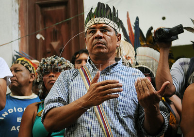 An indian leader participates at a meeting with human rights militants, journalists and students during a occupation an old indigenous museum --aka Aldea Maracana-- next to Maracana stadium in Rio de Janeiro, Brazil, January 12, 2013. Indians of about 10 ethnicities — mostly Guarani, Pataxo, Kaingangue and Guajajara- have occupying the place since 2006 as a protest against Rio de Janeiro's governmet decision to throw them out and pull down the building to construct 10,500 parking lots for the upcoming Brazil 2014 FIFA World Cup. (Austral Foto/Renzo Gostoli)