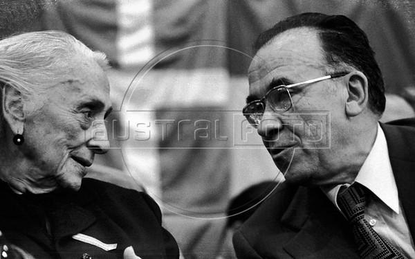 "Dolores Ibarruri, ""La Pasionaria"", left and Santiago Carrillo, right, historic leader of Spanish Communist Party (PCE) during a meeting in Geneva, Switzerland, July 23, 1974. (Austral Foto/Renzo Gostoli)"