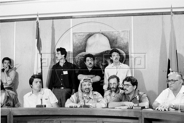 Palestinian leader Yasser Arafat, center, participates at a meeting with Nicaraguan leader sandinist and member of Nicaraguan assembly Daniel Ortega, right, and others members of Government Assembly, Managua, Nicaragua, July 21, 1980. (Austral Foto/Renzo Gostoli)