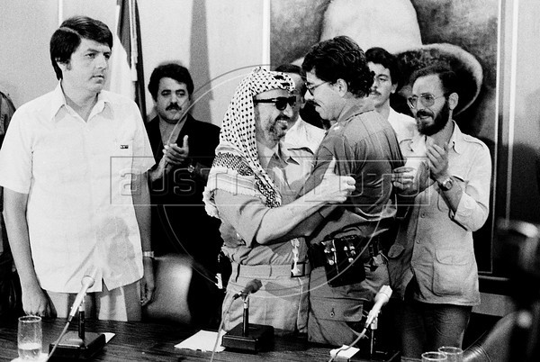 Palestinian leader Yasser Arafat, center, participates at a meeting with Nicaraguan leader sandinist and member of Nicaraguan assembly Daniel Ortega and others members of Government Assembly, Managua, Nicaragua, July 21, 1980. (Austral Foto/Renzo Gostoli)