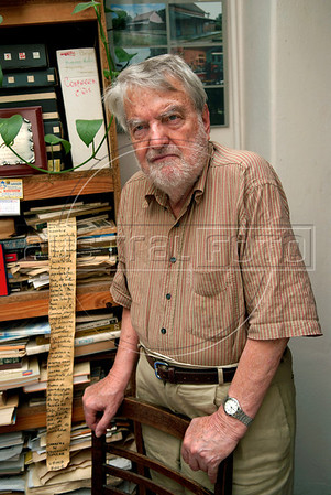 "Argentinian historian and writer Osvaldo Bayer, author of ""The Rebellious Patagonia"" (""La Patagonia rebelde""), (the avengers of the tragic Patagonia), at home, Buenos Aires, Argentina, Dec. 17, 2007.  (Austral Foto/Renzo GostoliI)"