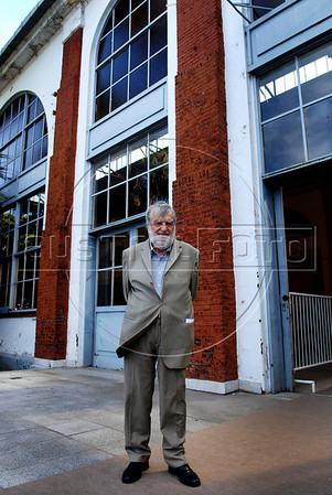 """Argentinian historian and writer Osvaldo Bayer, author of """"The Rebellious Patagonia"""" (""""La Patagonia rebelde""""), (the avengers of the tragic Patagonia), poses in front of a building of the ESMA, Escuela de Mecanica de la Armada, a argentinian navy military center where more 5000 disappear, after receives from Argentina's president Cristina Kirchner, the award """"Azucena Villaflor"""" for his actuation defending human rights and the """"desaparecidos"""" citizens missing during the dirty war of 1970s, Buenos Aires, Argentina, December 18, 2008. (Austral Foto/Renzo Gostoli)"""