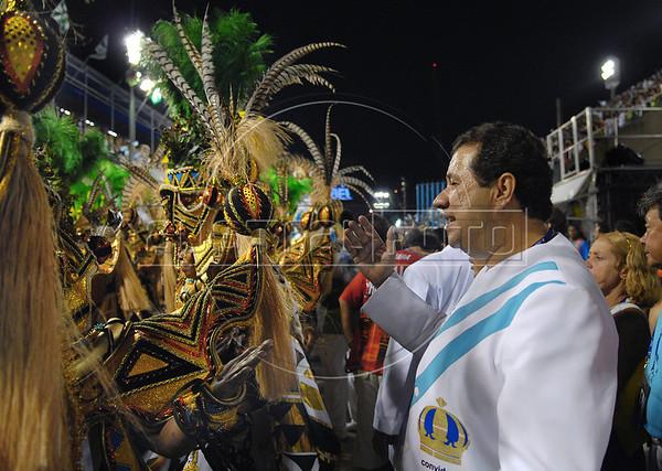 Brazilian minister of Labour Carlos Lupi of the Democratic Labour Party (PDT ) takes part of Vila Isabel samba school parade at Sambadrome, Rio de Janeiro, Brazil, Feb. 4, 2008. (Austral Foto/Renzo Gostoli)