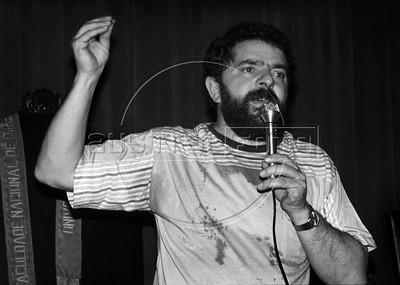 Brazilian leftist leader and president of Partido dos Trabalhadores, PT, Inacio Lula da Silva speaks to students and academicians in CACO, academic center of Rio de Janeiro Federal University, Rio de janeiro, Brazil, june 22, 1987. (Austral Foto/Renzo Gostoli)