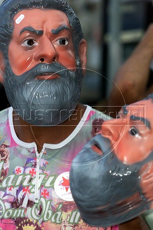 A street vendor wears a mask of Brazilian Presidential Cantidate Luis Inacio Lula da Silva while selling them in Rio de Janeiro on the eve of the Presidential election.(Australfoto/Douglas Engle)