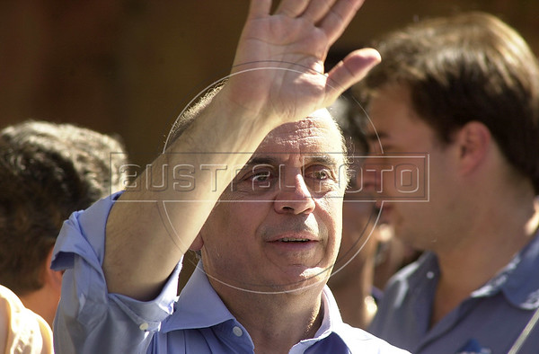Brazilian Presidential candidate Jose Serra campaigns.(Australfoto/Douglas Engle)