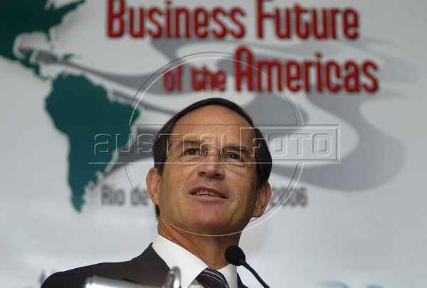 """Brazil's minister of development, industry and foreign trade, Luiz Fernando Furlan during conference """"Business Future of the Americas"""" organizated by American Chamber of Rio de Janeiro, Rio de Janeiro, Brazil, June 5, 2006. US minister of trade Carlos Gutierrez participates at the conference.  (FOTO: AUSTRAL FOTO/RENZO GOSTOLI)"""