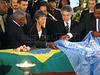 United Nations Secretary General Kofi Annan, left, helps put a UN flag on the coffin of Sergio Viera de Mello in Rio de Janeiro, Brazil, Saturday, August 23, 2003. Viera de Mello, United Nations special envoy to Iraq, was killed in a terrorist attack on the UN headquarters in Baghdad.(Australfoto/Douglas Engle)