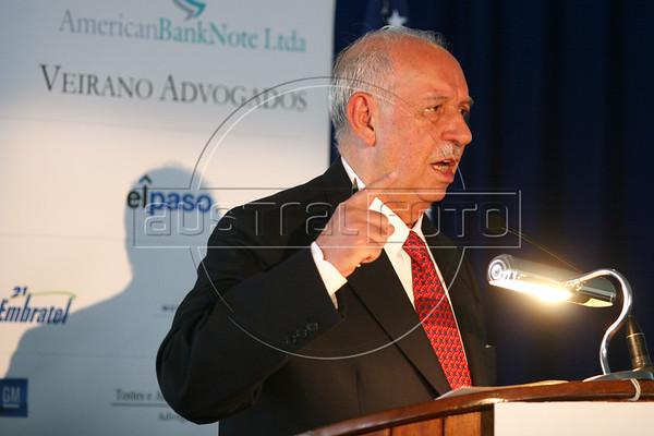 Brazilian Vice-President Jose Alencar speaks in Rio de Janeiro, June 6, 2006. Alencar, of the PMDB party, is also the Brazilian Defense Minister.(AustralFoto/Douglas Engle)