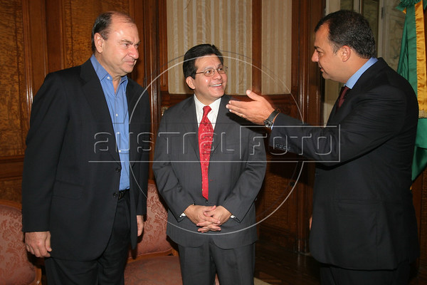 US Attorney General Alberto Gonzales, center, meets with Rio de Janeiro state Governor Sergio Cabral, right and Rio de Janeiro Mayor Cesar Maia during a visit to Rio de Janeiro in Feb. 2007.(AustralFoto/Douglas Engle)