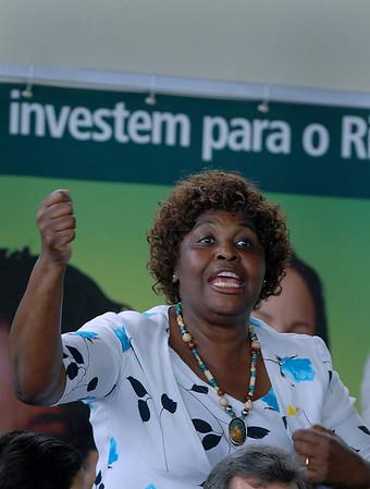 Benedita da Silva, Rio de Janeiro's Secretary of Human Rights and Social affairs, participates at the ceremony where the Brazilian President Luiz Inacio Lula da Silva inaugurate a multibillionnaire dollar work's program for the city's poor communities, Rio de Janeiro, Brazil, Nov. 30, 2007. Benedita da Silva, from the PT, Partido dos Trabalhadores (Workers Party), was the first black woman senator and Rio de Janeiro's governor. (AUSTRAL FOTO/RENZO GOSTOLI)