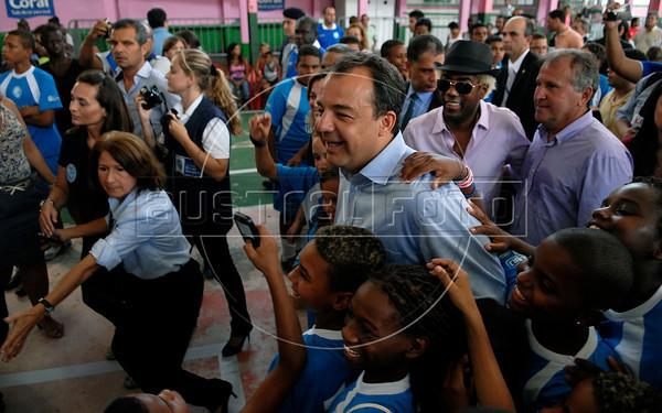 Rio de Janeiro's governor Sergio Cabral participates at a sport festivity at Mangueira samba school,  Rio de Janeiro, Brazil, January 4, 2012.  In the back, right: Ivo Meirelles, president of Mangueira samba school and former soccer star Arthur Antunes Coimbra, Zico. (Austral Foto/Renzo Gostoli)