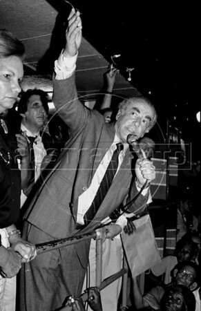 Leonel Brizola is seen in this file photo during a meeting in Rio de Janeiro, Brazil, August 24, 1989.  Brizola, the former populist governor of Rio de Janeiro state and one of Brazil's most notable leftist politicians, has died of a heart attack Monday. He was 82. ((Austral Foto/Renzo Gostoli))