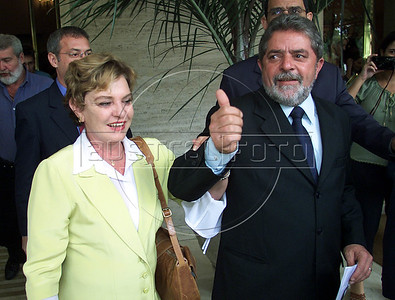 Brazilian Presidential Cantidate Luis Inacio Lula da Silva leaves his Hotel with his wife Marisa in Rio de Janeiro on the eve of the Presidential election.(Australfoto/Douglas Engle)